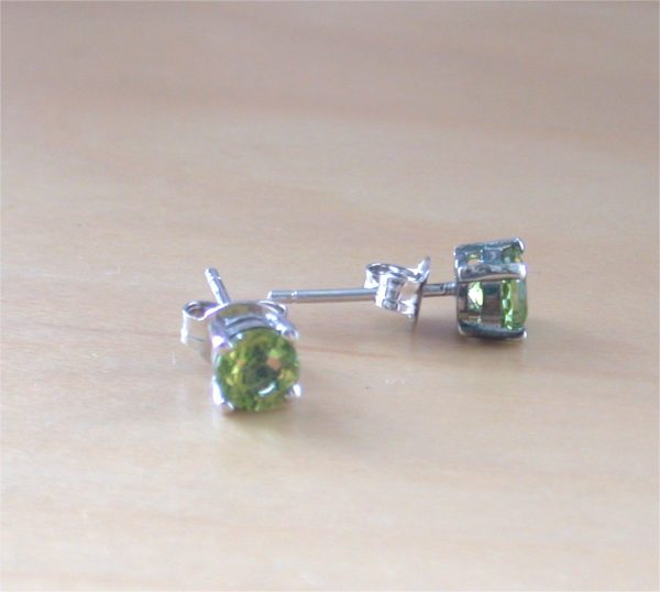 silver peridot stud earrings