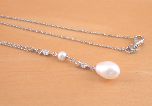 silver white pearl necklace
