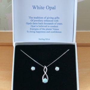 Opal jewellery gift set